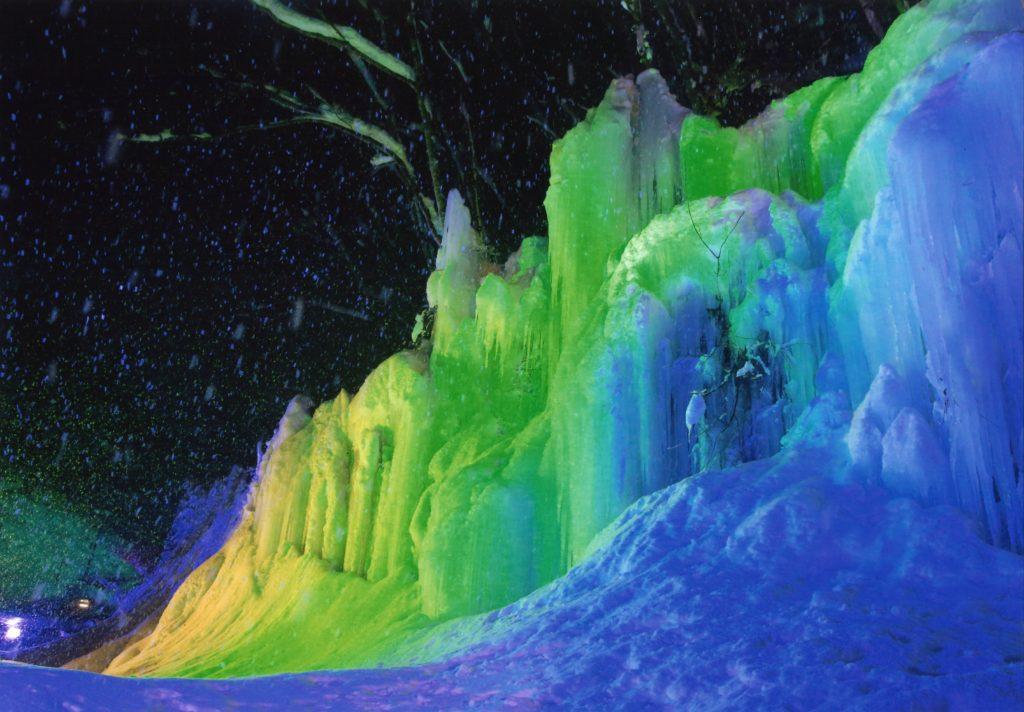「浮かび上がる氷壁」高山市  大下健児