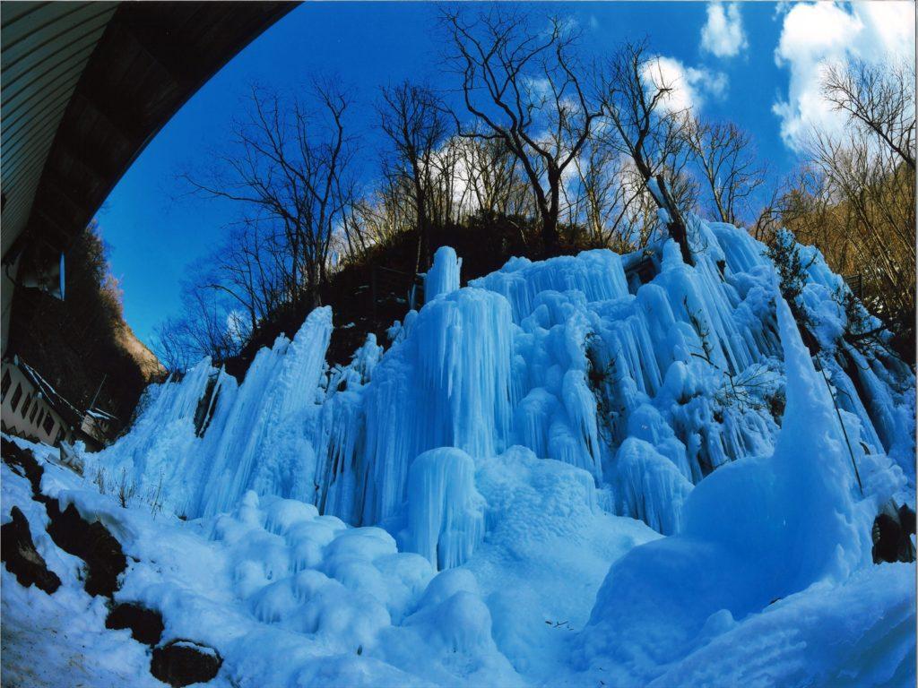 「氷の渓谷」 犬山市  稲垣乃里子