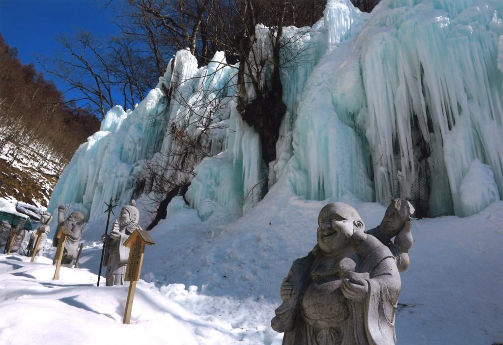 【氷壁と守り神】 小島 千明 高山市