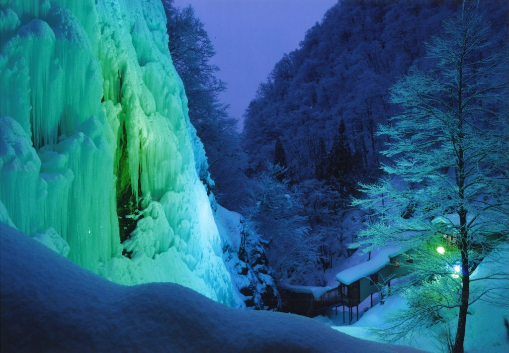 【氷の渓谷】 丹羽 春美  愛知県小牧市